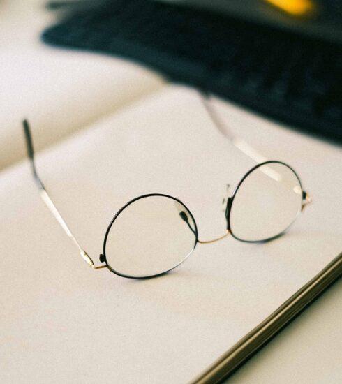Glasses Book Study Education  - mahniccaio / Pixabay