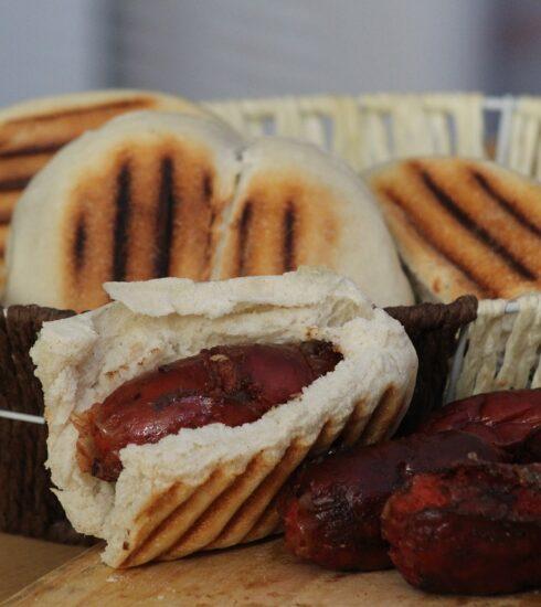 Sausage Bread Bun Basket  - victoriamorgado5 / Pixabay