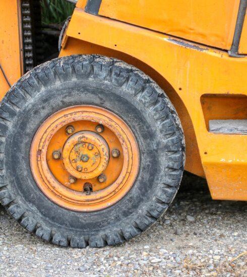 Wheel Stacker Forklift Vehicle  - planet_fox / Pixabay